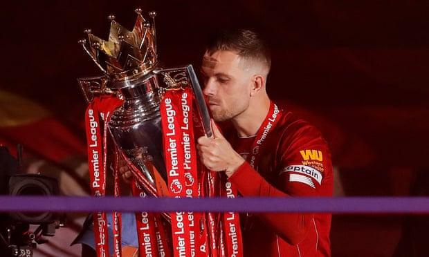 Henderson bên chức vô địch Ngoại hạng Anh. Ảnh: NMC Pool.