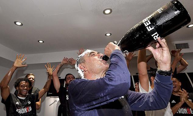 Ở tuổi 61, Sarri là HLV nhiều tuổi nhất đoạt Scudetto. Ảnh: Juventus FC.
