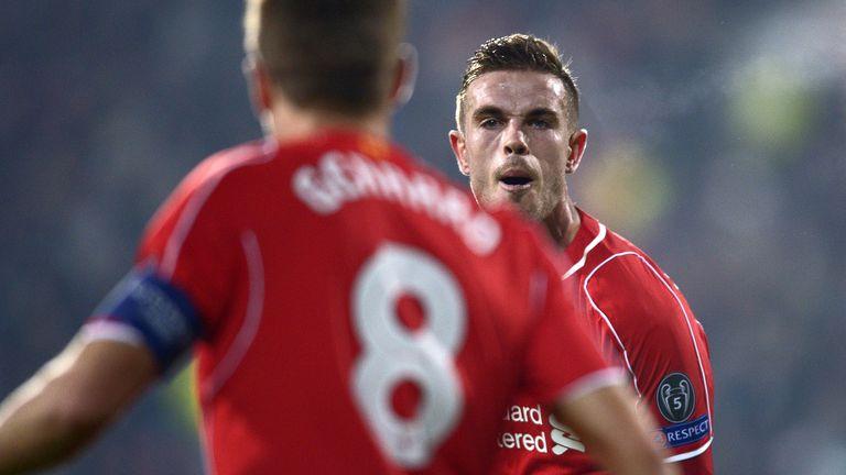 Henderson đã kế thừa xuất sắc chiếc băng thủ quân của Gerrard. Ảnh: Sky Sports.