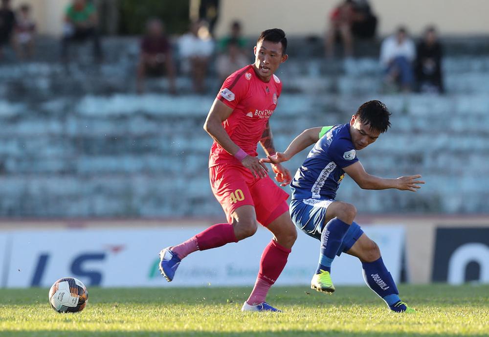 Quảng Nam cầm hoà Sài Gòn 3-3 trên sân Tam Kỳ ở vòng 11 V-League 2020. Ảnh: VPF