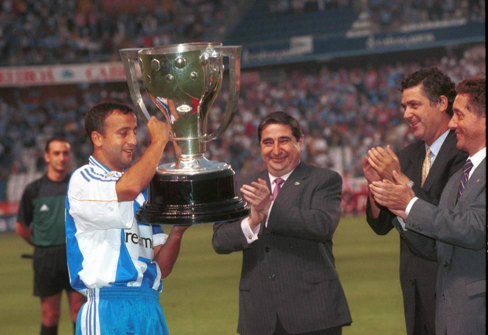 Chủ tịch Lendoiro (giữa) thừa nhận Deportivo bị ảo tưởng sau chức vô địch La Liga, và khiến CLB trượt dài. Ảnh: AS.