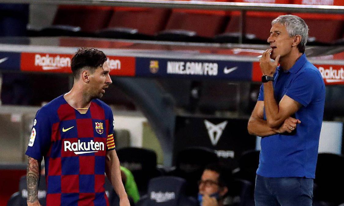 Messi (trái) ghi 25 bàn và có 21 kiến tạo ở La Liga mùa 2019-2020. Ảnh: EFE.