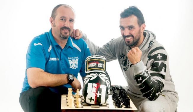 Rodriguez (phải) là VĐV cờ vua quyền Anh số một Tây Ban Nha trong nhiều năm.