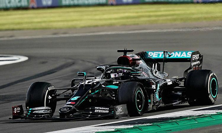 Lốp trái trước của Hamilton bung ra khỏi vành. Ảnh: F1T.