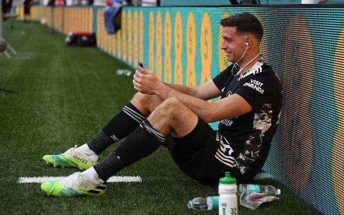 Martinez gọi điện ngay cho gia đình sau khi cùng Arsenal đánh bại Chelsea ở chung kết Cup FA hôm 1/8.