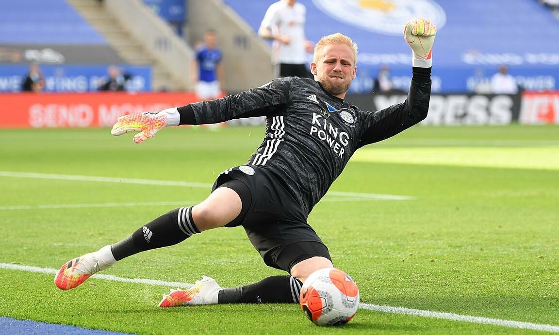 Kasper có thể khiến người bố Peter Schmeichel hạnh phúc nếu anh gia nhập Man Utd. Ảnh: Reuters.