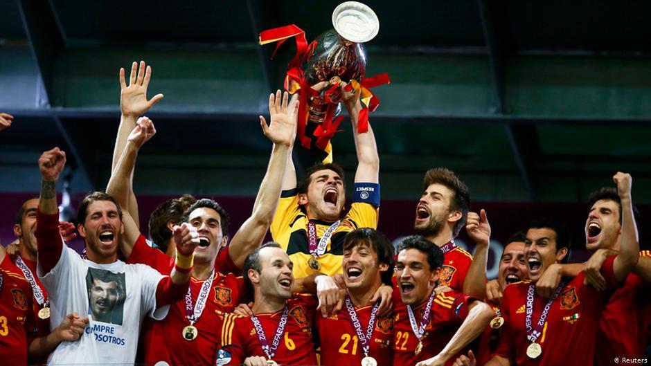 Casillas lần thứ hai vô địch Euro vào năm 2012. Ảnh: Reuters.
