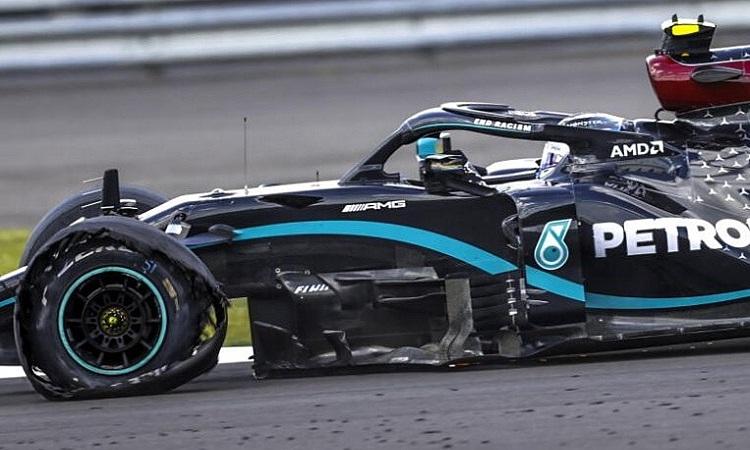 Chiếc W11 của Hamilton bị nổ lốp trái trước khi anh kết thúc chặng GP Anh hôm 2/8. Ảnh: Reuters.
