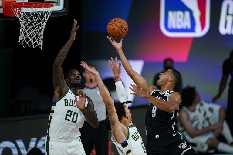 Nets (đen) vắng ba trụ cột vẫn thắng đội đầu bảng miền Đông. Ảnh: AFP.