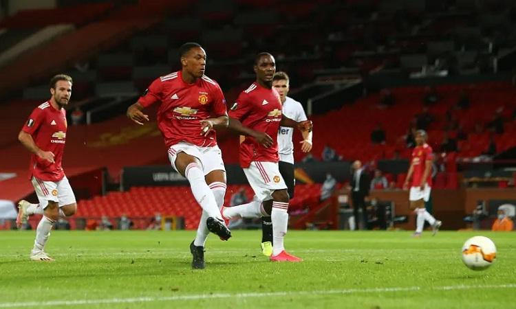 Martial ghi bàn sau khi vào sân, giúp Man Utd thắng 2-1. Ảnh: Reuters.