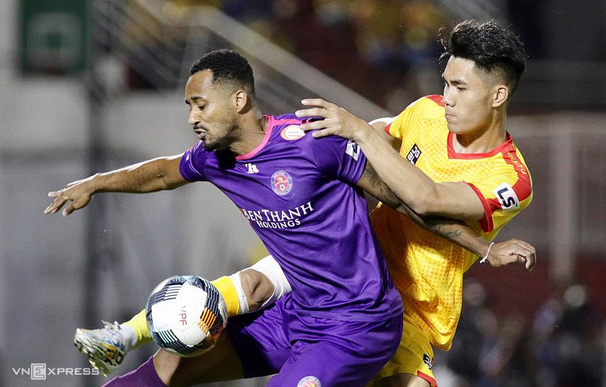 Cầu thủ Thanh Hoá nhận lệnh ở lại tập luyện, không giải tán trong ngày 6/8 như kế hoạch.