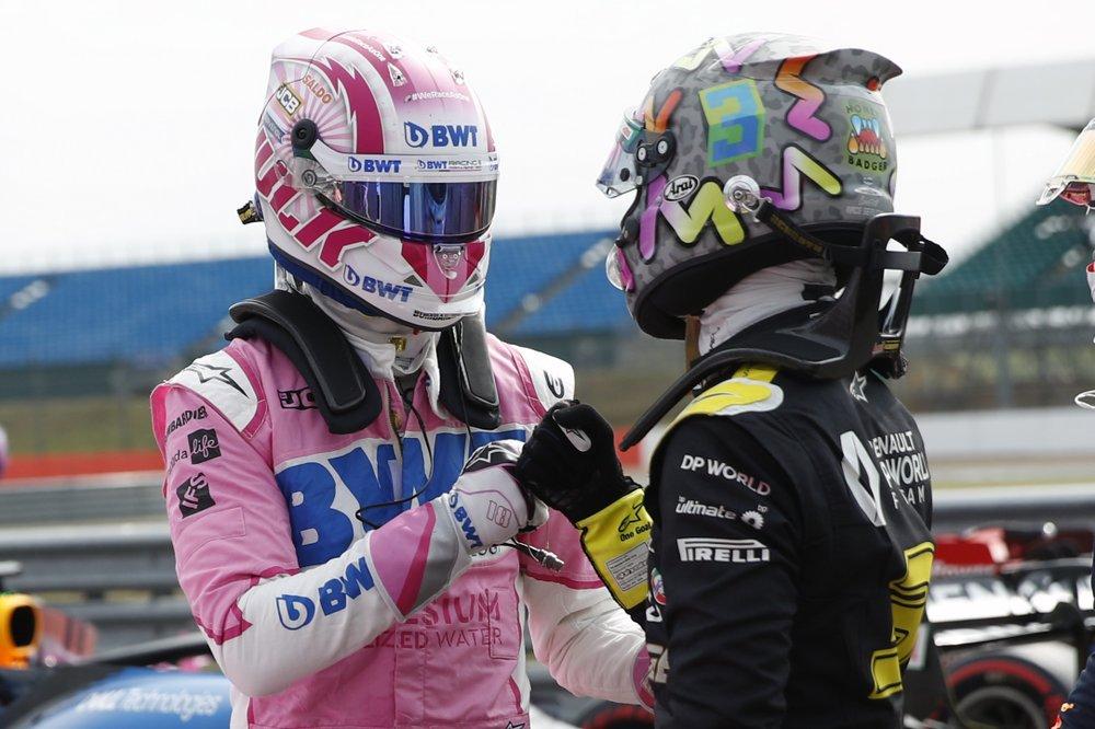 Tay đua đội Racing Point Nico Hulkenberg (trái) đạt thành tích phân hạng tốt thứ ba tại Silverstone, Anh  hôm 8/8. Ảnh: AP.