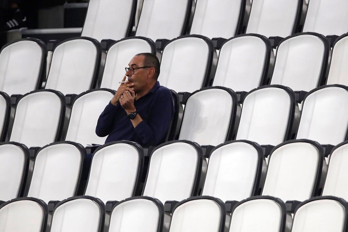 Sarri cô độc trong những ngày cuối ở Juventus. Ảnh: ANSA.