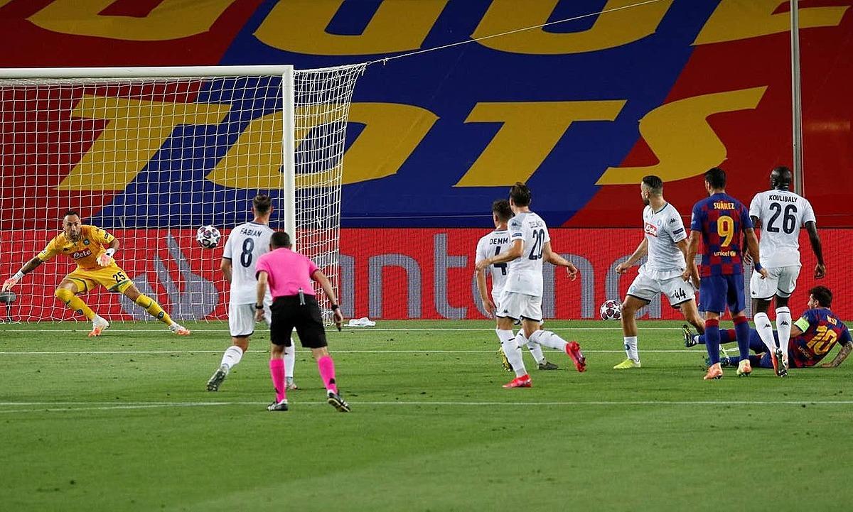 Messi ngã ra khi dứt điểm nâng tỷ số lên 2-0. Ảnh: Reuters.