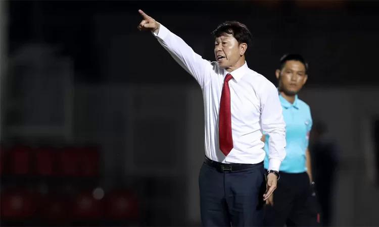 HLV Chung Hae-soung sẽ tái ngộ các học trò sau hai tuần xa cách. Ảnh: Đức Đồng.