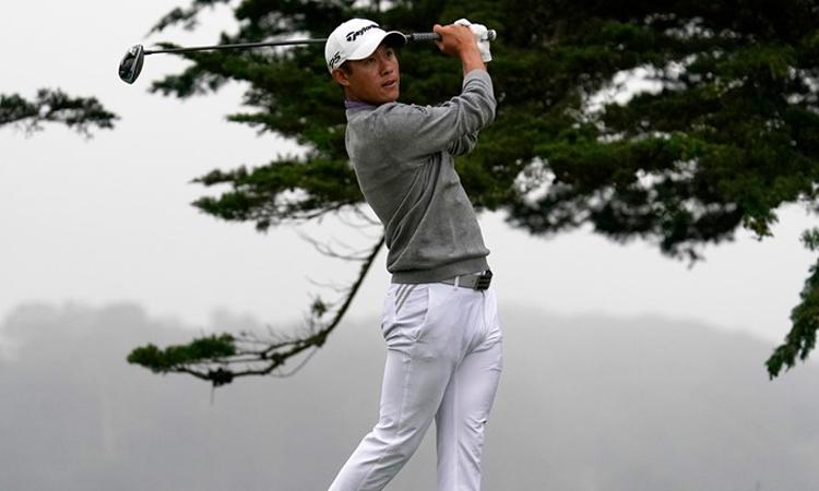Collin Morikawa dõi theo cú phát bóng ở hố 16 vòng cuối PGA Championship trên sân TPC Harding Park hôm 9/8 tại San Francisco. Ảnh: AP.