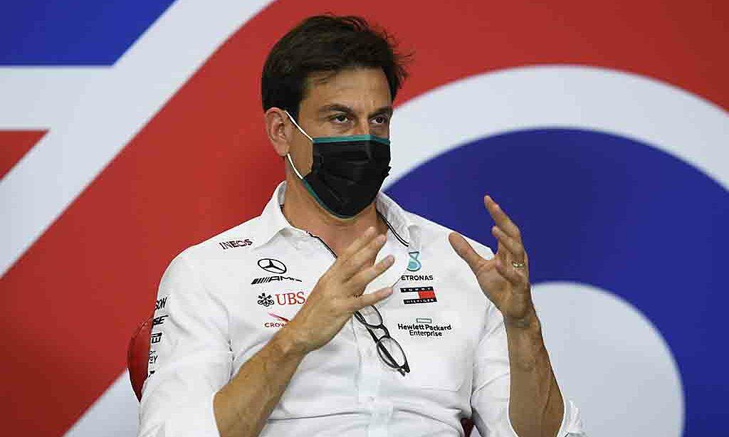 Wolff dè chừng Red Bull và Verstappen. Ảnh: PA.