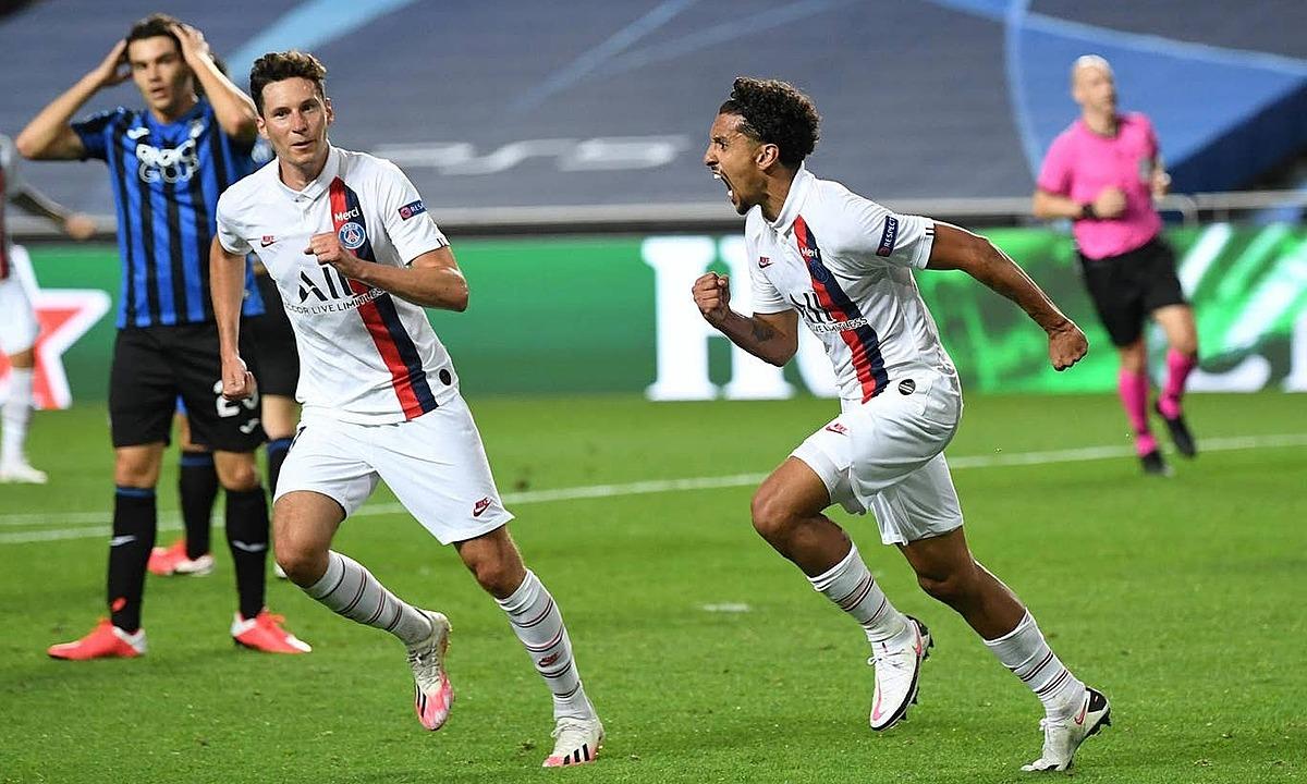Marquinhos (phải) mừng bàn gỡ hòa 1-1. Ảnh: Reuters.
