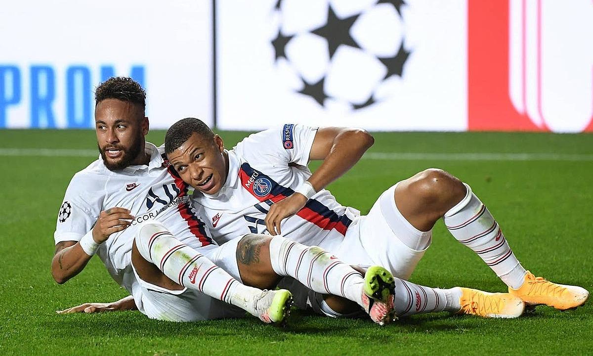 Neymar (trái) và Mbappe tạo ra khác biệt cho PSG. Ảnh: Reuters.