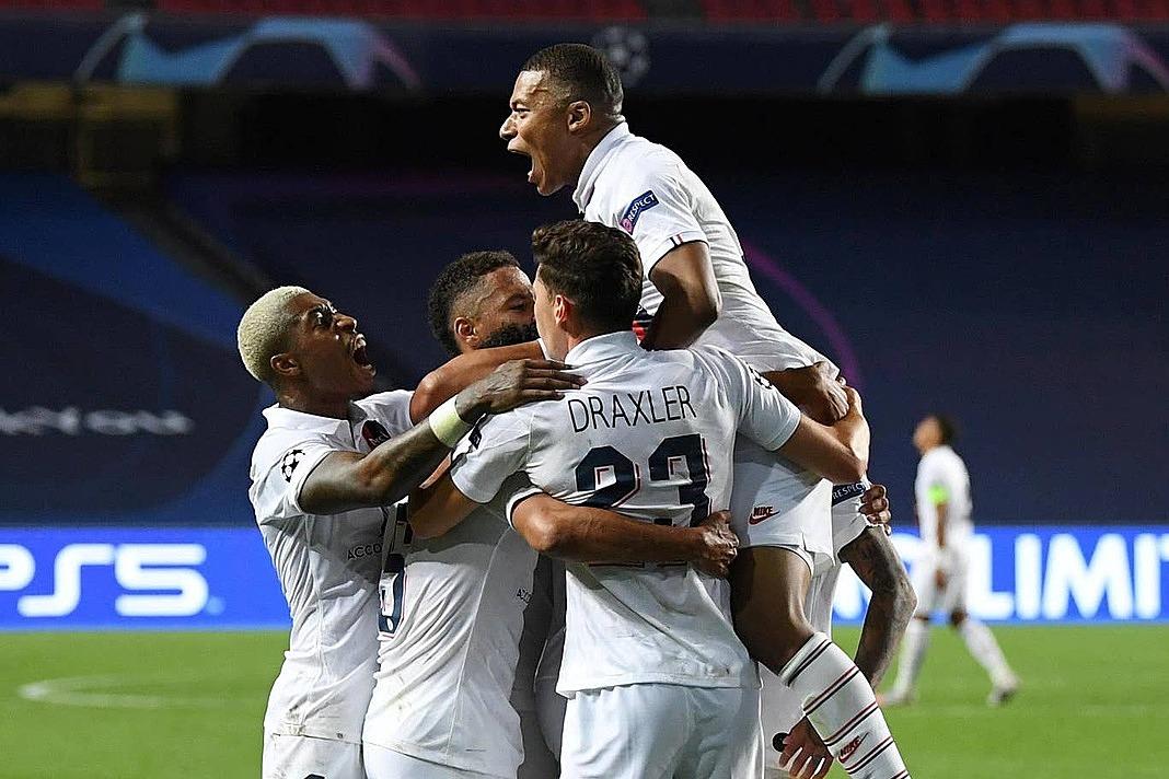 Cầu thủ PSG mừng chiến thắng nghẹt thở. Ảnh: Reuters.