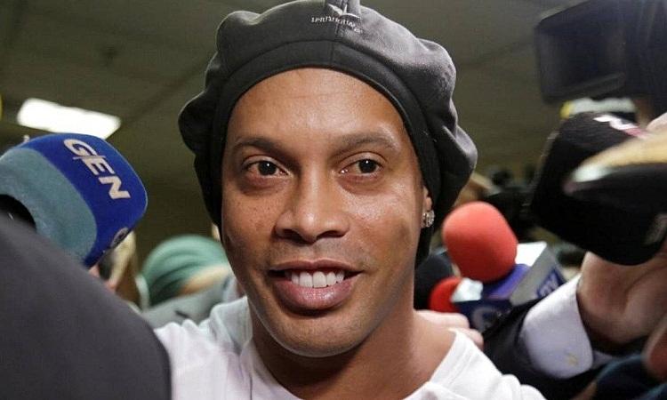 Ronaldinho nổi tiếng là người thích tiệc tùng. Ảnh: Reuters.