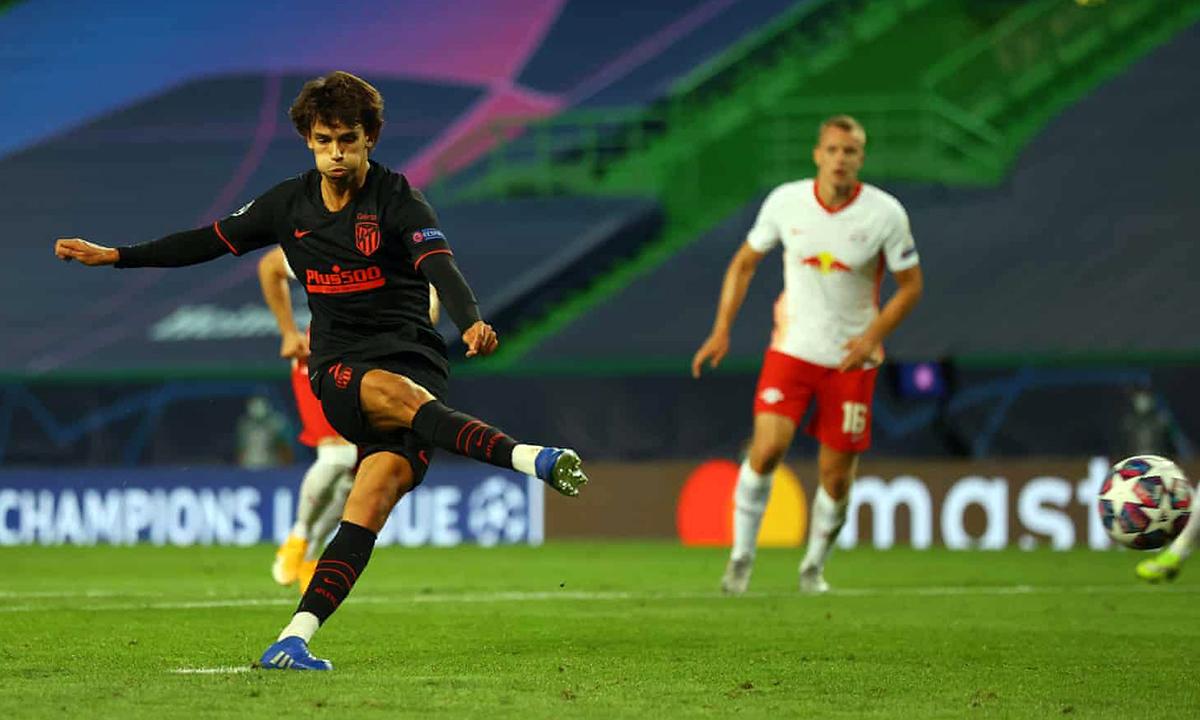 Joao Felix gỡ hòa trên chấm 11m, sau hơn 10 phút có mặt trên sân. Ảnh: UEFA.
