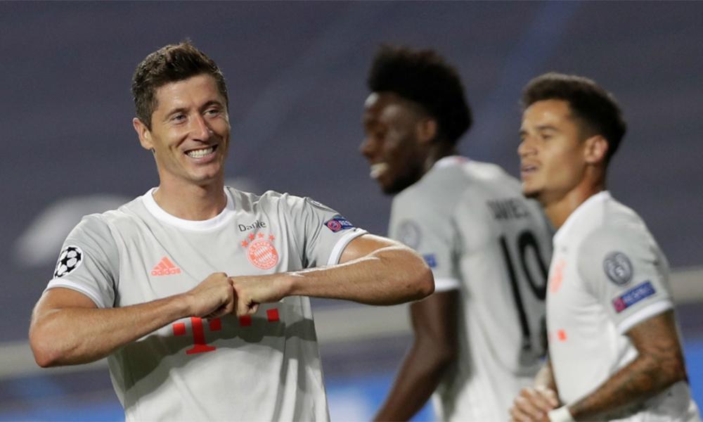 Lewandowski mừng bàn nâng tỷ số lên 6-2 ở phút 82 trận tứ kết Champions League, Barca - Bayern trên sân Da Luz, Lisbon, Bồ Đào Nha hôm 14/8. Ảnh: EFE.