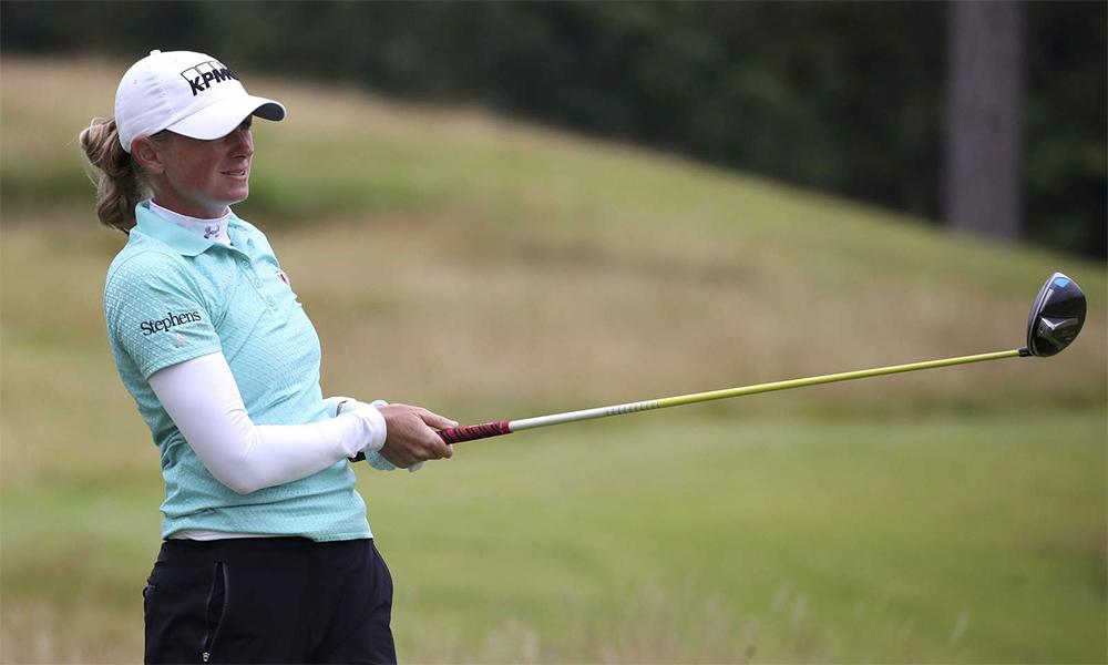 Stacy Lewis phát bóng ở hố hai vòng hai Ladies Scottish Open trên sân The Renaissance, North Berwick, Scotland hôm 14/8. Ảnh: PA.