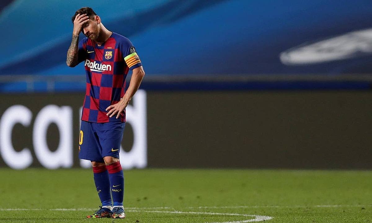 Messi bất lực nhìn Barca bị vùi dập. Ảnh: Reuters.