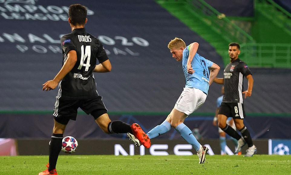 De Bruyne là cái tên duy nhất của Man City chơi đúng phong độ trước Lyon. Anh gỡ hòa 1-1 và có 6 pha dứt điểm về phía khung thành đối phương. Ảnh: UEFA.