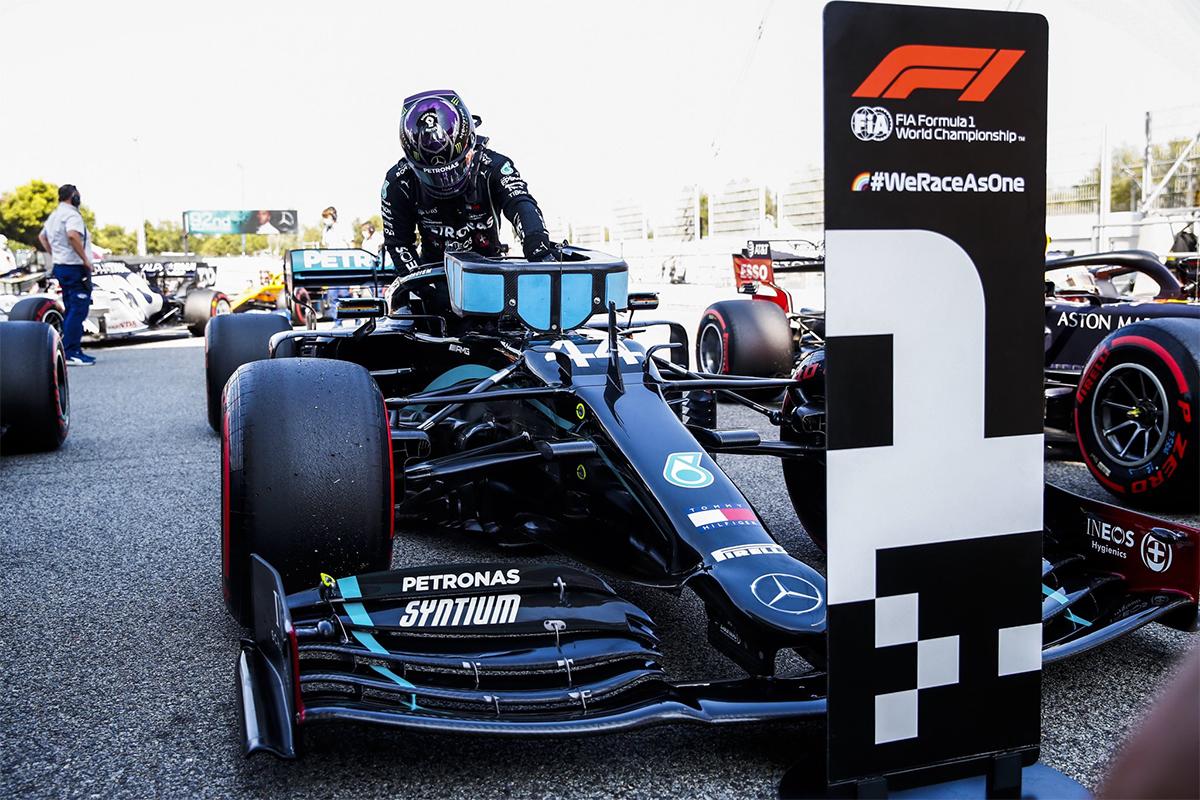 Chiến thắng ở vòng phân hạng Grand Prix Tây Ban Nha hôm 15/8 là  lần thứ 92 Hamilton giành pole trong sự nghiệp đua F1. Ảnh: formula1.com.