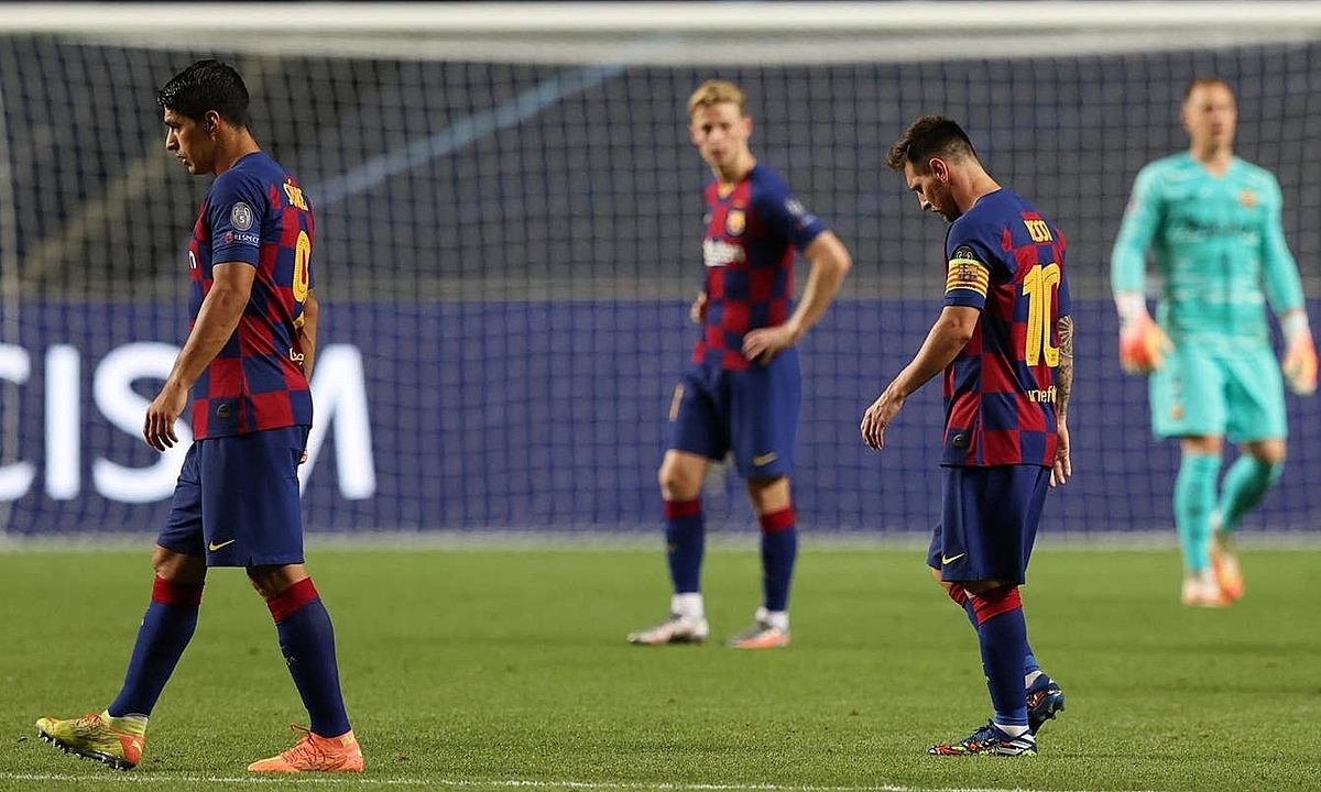 Barca lần đầu trắng tay kể từ mùa 2007-2008. Ảnh: Reuters.