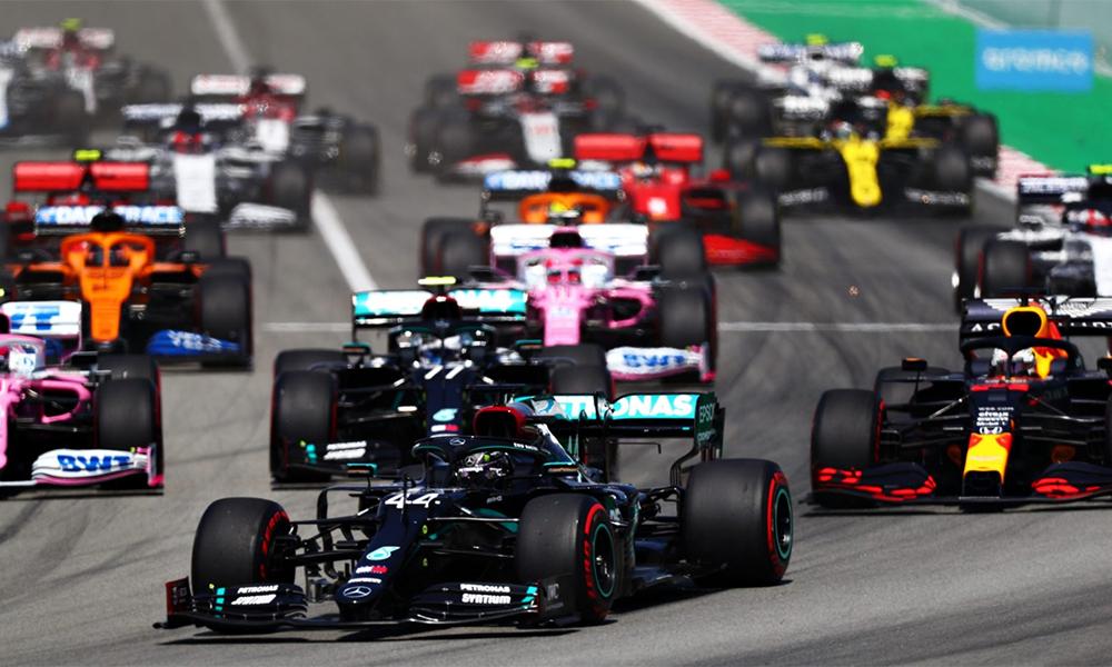 Chiến thuật lốp hợp lý cộng thêm đặc thù đường đua khó vượt tại Catalunya giúp Hamilton (số 44) thuận lợi trong việc bảo vệ vị trí dẫn đầu rồi về nhất. Ảnh: Formula1.
