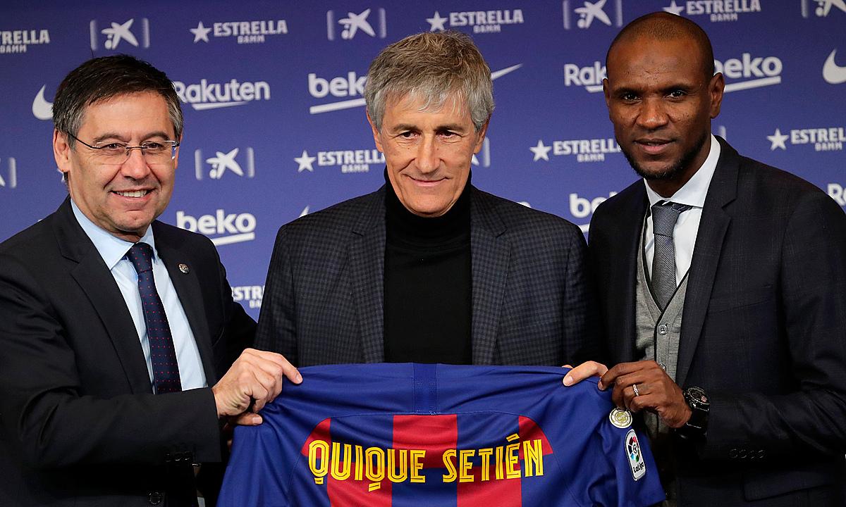 Trong vòng hai ngày, Chủ tịch Bartomeu (trái) lần lượt trảm HLV Setien (giữa) và Giám đốc thể thao Abidal (phải). Ảnh: Reuters