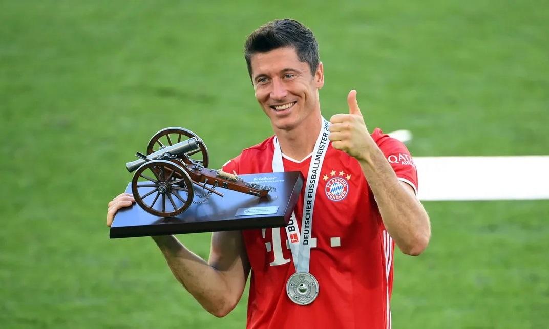 Lewandowski thay Mario Gomez sắm vai cây săn bàn chủ lực cho Bayern. Mùa 2019-2020 là năm anh bùng nổ nhất với 54 bàn thắng. Ảnh: imago.