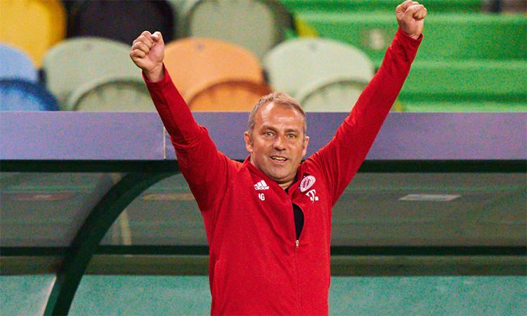 Flick vung tay mừng khi Bayern vào chung kết sau trận đấu với Lyon trên sân Jose Alvalade, Lisbon hôm 19/8. Ảnh: imago