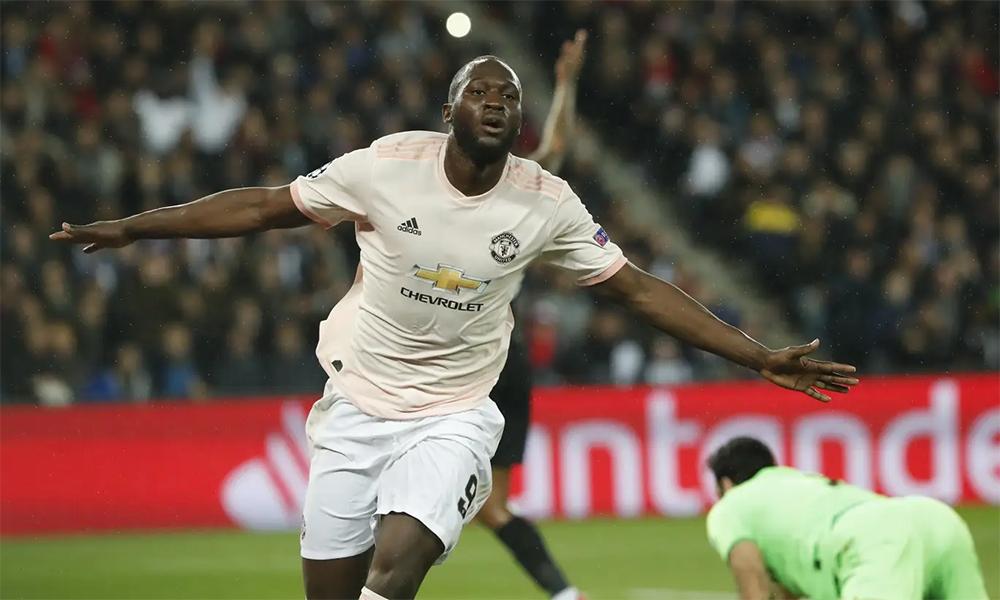 Lukaku mừng cú đúp trong trận Man Utd hạ chủ nhà PSG 3-1 ở lượt về vòng 1/8 Champions League hôm 6/3/2019. Đó là màn trình diễn đỉnh cao cuối cùng của anh cùng Man Utd, trước khi bị Solskjaer hắt hủi. Ảnh: AP