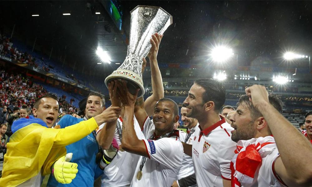 Sevilla mừng chức vô địch Europa League gần nhất sau khi đánh bại Liverpool 3-1 trong trận chung kết trên sân St. Jakob-Park, Basel, Thuỵ Sỹ hôm 18/5/2016. Ảnh: Reuters