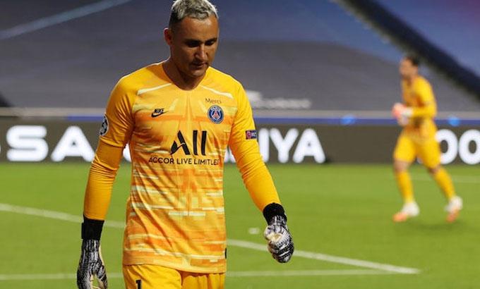 Navas phải rời sân cuối trận thắng Atalanta. Ảnh: Reuters.