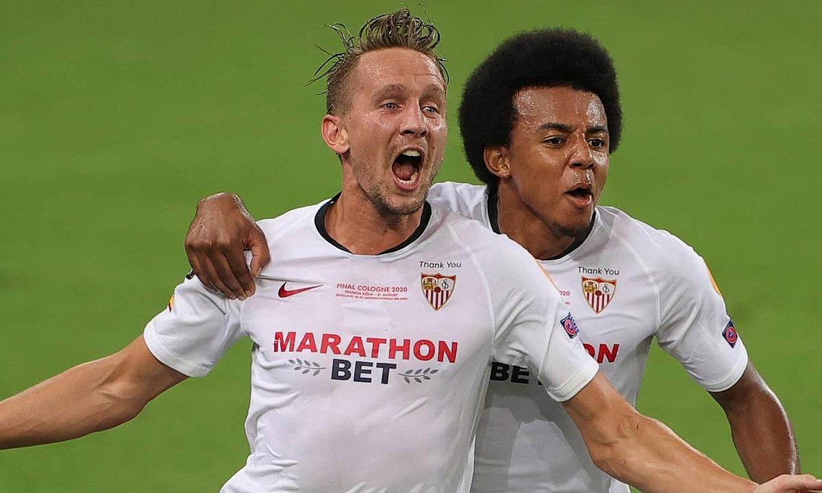 Luuk de Jong (trái) lập cú đúp trận này. Ảnh: AP