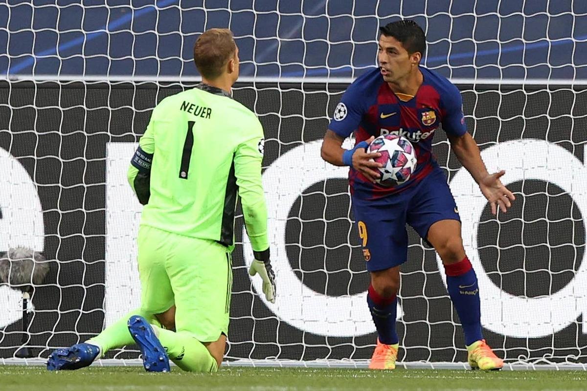 Suarez (phải) bị cho là không nằm trong kế hoạch của tân HLV Ronald Koeman. Ảnh: Reuters