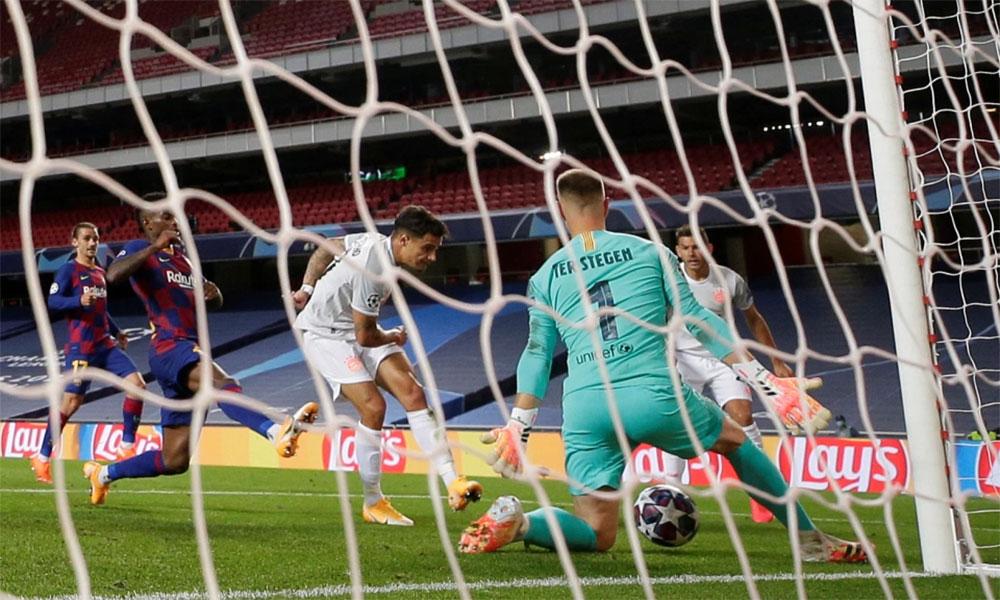 Coutinho ghi bàn vào lưới Barca trong trận cùng Bayern thắng đội bóng chủ quản 8-2 ở tứ kết. Ảnh: The Sun