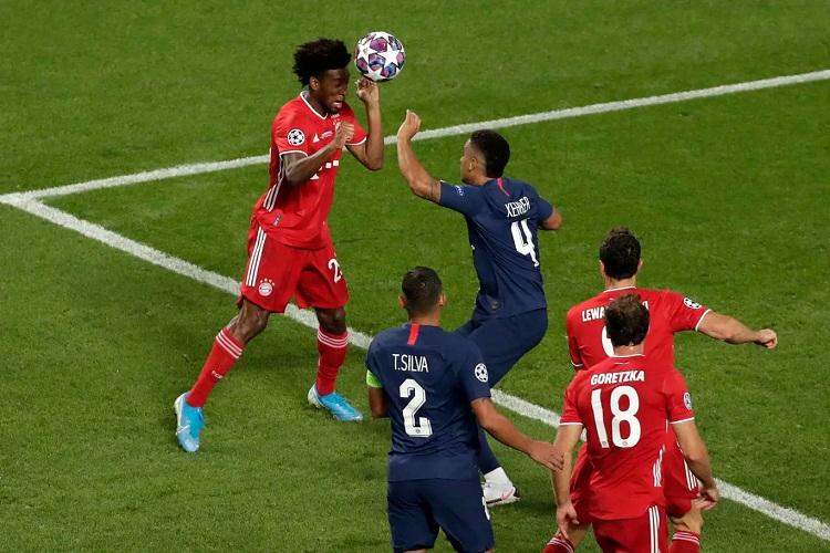 Coman đánh đầu, ghi bàn thắng quý như vàng cho Bayern. Ảnh: AFP.