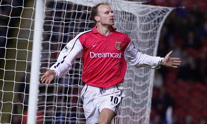 Bergkamp gia nhập Arsenal từ Inter vào hè 1995, và là kỷ lục chuyển nhượng của CLB lúc đó. Ảnh: Reuters.