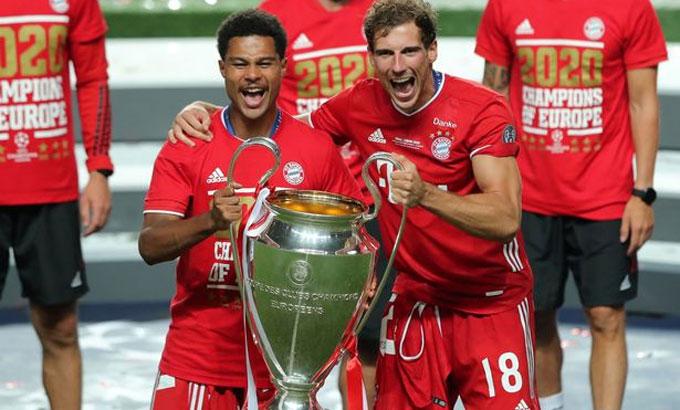 Gnabry (trái) kết thúc mùa giải hoàn hảo với Bayern bằng chiến thắng trong trận chung kết. Ảnh: Reuters.