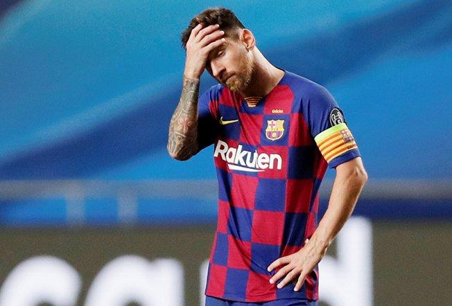 Messi chán nản sau khi Barca thua đậm Bayern ở tứ kết Champions League mùa này. Ảnh: Reuters.