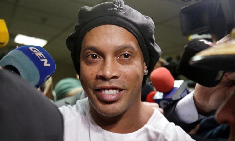 Ronaldinho được trả tự do sau hơn năm tháng gặp rắc rối tại Paraguay. Ảnh: Reuters.