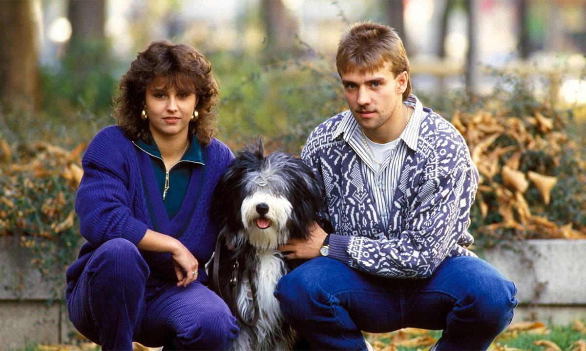 Flick cùng bạn gái Silke năm 1987 thời ông còn thi đấu cho Bayern. Ảnh: imago