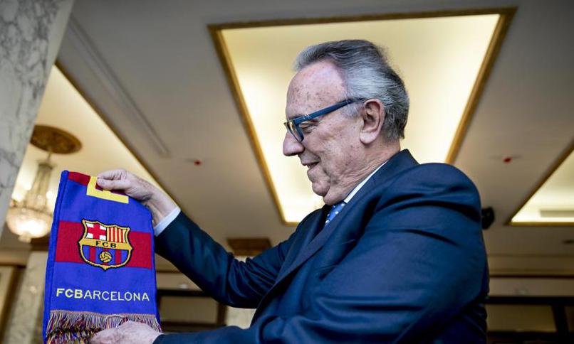 Messi gia nhập Barca năm 2001, dưới thời cựu Chủ tịch Joan Gaspart. Ảnh: La Vanguardia.
