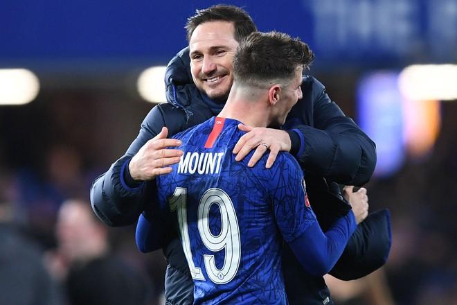 Dù có nhiều cầu thủ trẻ tài năng như Mason Mount, Tammy Abraham, Lampard không từ chối cơ hội làm việc cùng Messi. Ảnh: AFP.